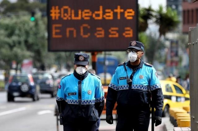 Placa no Equador, que têm 58 casos de coronavírus,recomenda que a população fique em casa
