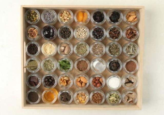 Monte sua caixa de aromas: colocamos em vidrinhos 42 aromas de estilos icônicos, de anis a zimbro.