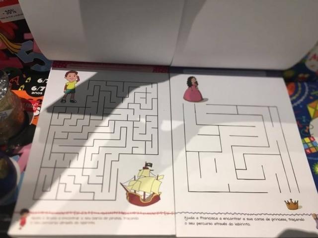 Uma das atividades que gerou mais polêmica foi um labirinto que é mais complexo na versão para garotos.