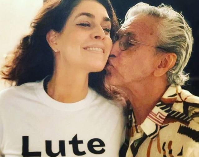 Paula Lavigne publicou uma foto junto com o marido, o cantor Caetano Veloso, para anunciar que terá o primeiro neto