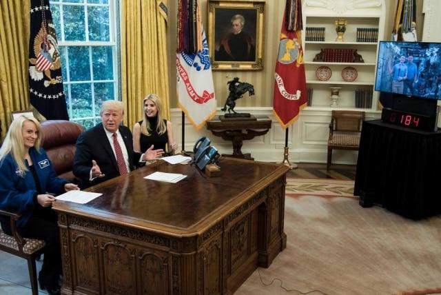 """Donald Trump fez um balanço dos 100 primeiros dias de governo e disse que, como presidente, precisa ter uma """"responsabilidade humanística"""", algo de que não precisava quando era empresário"""