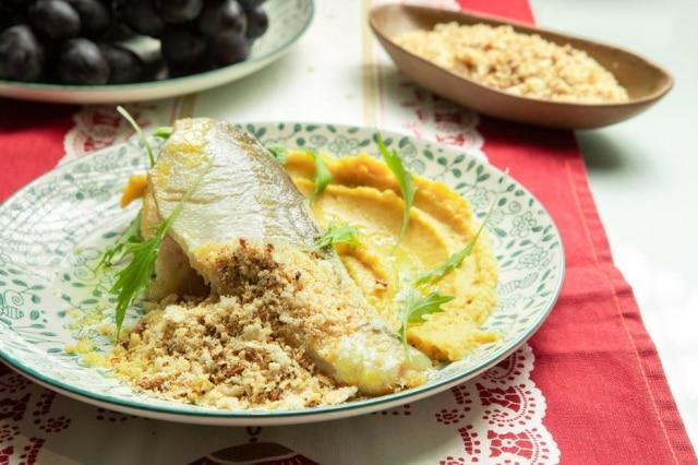 Pargo com purê de castanhas e farinha ovinha, da chef Tássia Magalhães.