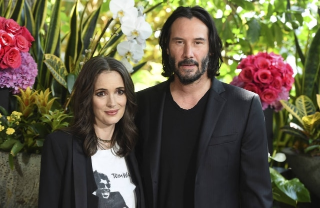 Winona Ryder e Keanu Reeves durante evento do filme 'Destionation Wedding'.