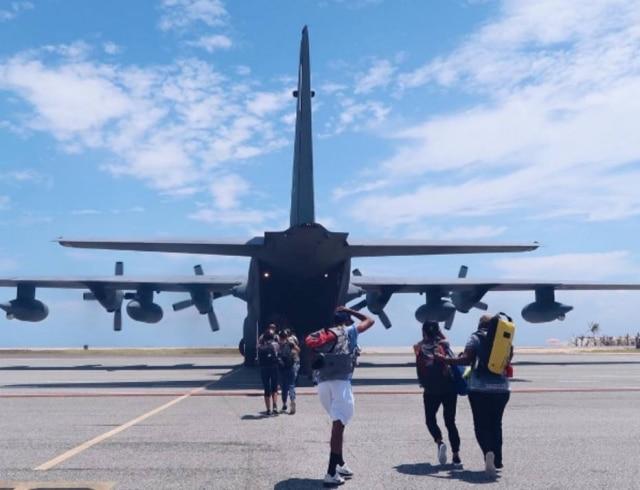 A youtuber brasileira Lorrayne Mavromatis conseguiu deixara ilha de São Martinho após a passagem do furacão Irma.