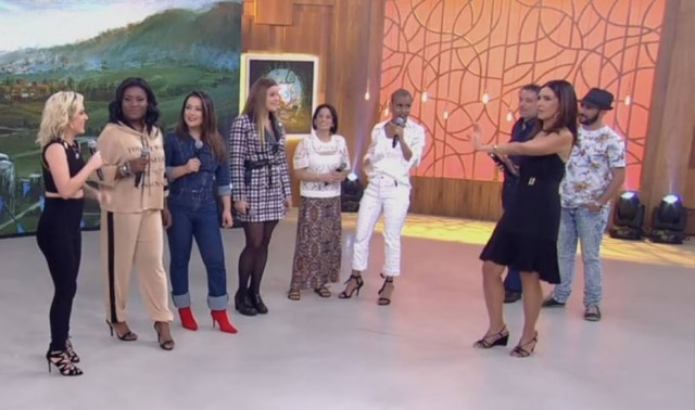 Fátima arriscou os passos de 'Ragatanga' com as mulheres do Rouge