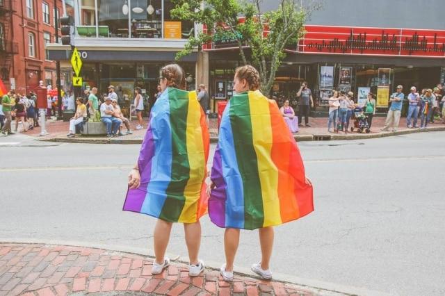 Comunidade LGBT encontra acolhida em casas de apoio específicas para esse público.