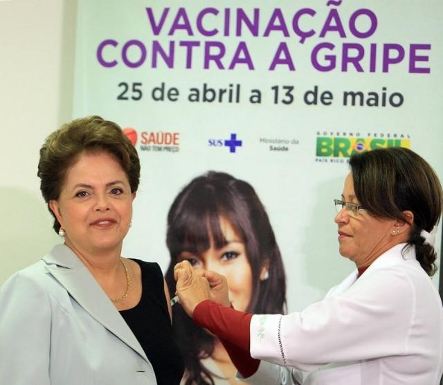 A presidente Dilma Rousseff toma vacinapara promover a Campanha Nacional de Combate a gripe, Brasília, DF25/04/2011.