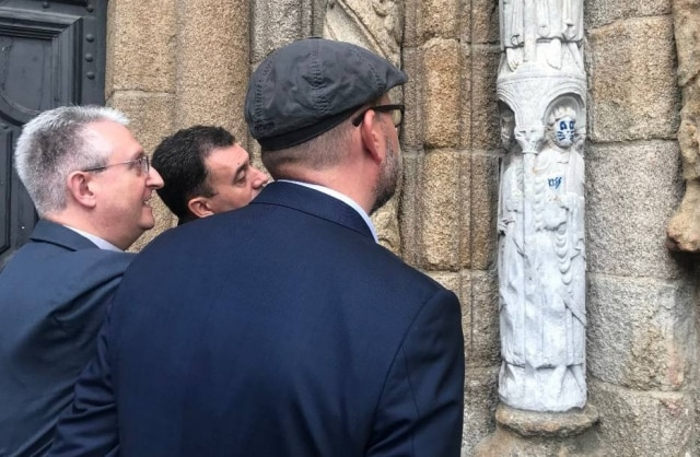 Estátua pertence à Catedral de Santiago de Compostela.