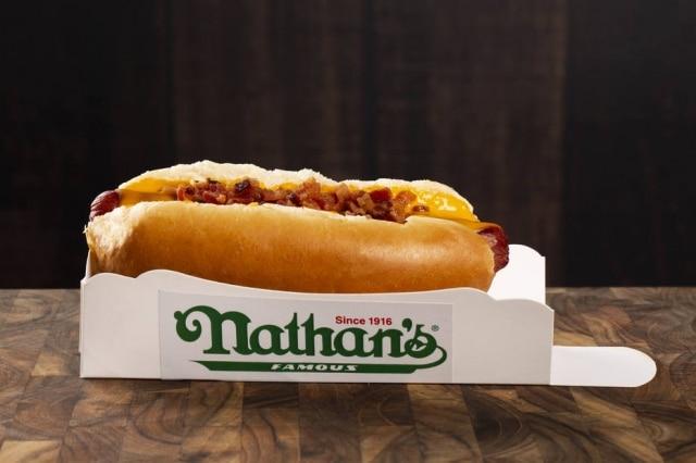 Nathan's Famous, lendária rede de lanchonetes estreia no delivery em SP