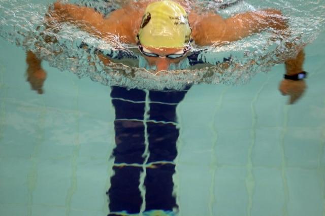 Para ter um bom desempenho ao nadas, é importante saber como sincronizar os movimentos das pernas, braços e pescoço
