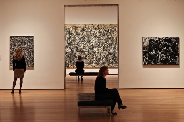 No centro, 'One: Number 31, 1950' de Jackson Pollock, no MoMA, em Nova York