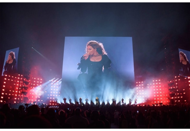 Na sua nova turnê, Beyoncé usa looks de marcas como Gucci, Balmain e Roberto Cavalli.