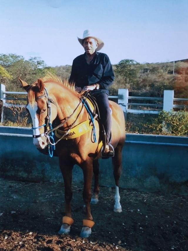 Seu Zé Almeida passa alguns meses por ano em sua fazenda em Socorro (PE), pertinho de onde nasceu.