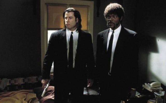 Diversas histórias paralelas permitem ao diretor e roteirista Tarantino debater a ética na (ou da) criminalidade. Longos diálogos e explosões de violência estabeleceram novos patamares para o relato de filmes policiais (e de gângsteres). Uma das obras mais influentes dos anos 1990, e não apenas.