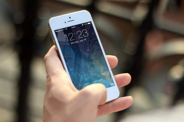 É importante higienizar as mãos antes de mexer nos celulares
