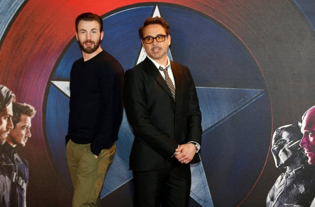 Os atores Robert Downey Jr. e Chris Evans durante evento em Londres.