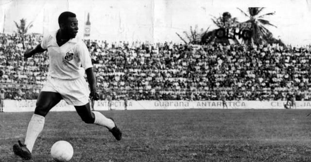 Peléconduz o Santos ao ataque em 1970