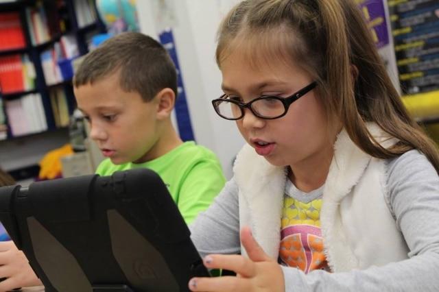 O app Matraquinha promete ajudar crianças com autismo a se expressarem melhor.