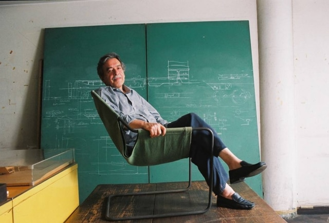 O arquiteto Paulo Mendes da Rocha, que acaba de receber o Leão de Ouro da Bienal de Arquitetura de Veneza, na poltrona Paulistano