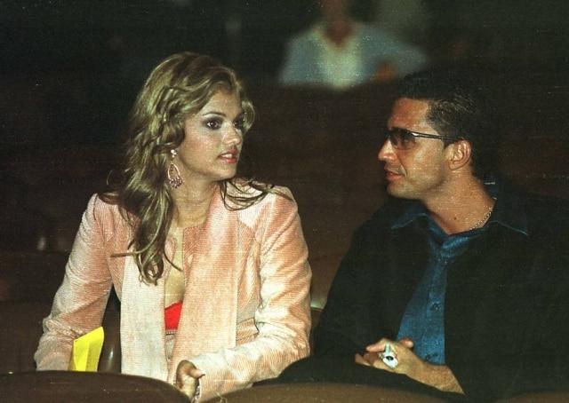 Kelly Key e o cantoro Latino em 2002, durante entrega do Prêmio Multishow