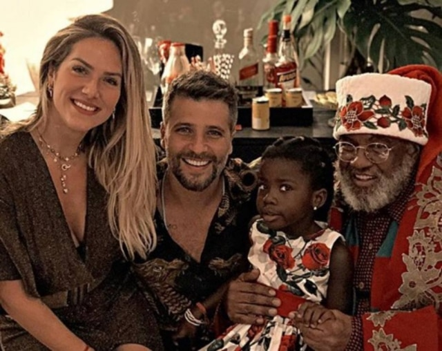 Pela primeira vez, Titi teve um Natal com Papai Noel negro.