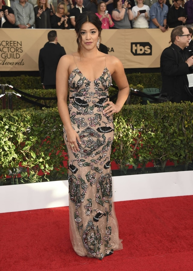 Gina Rodriguez arrives at the 23rd annual Screen Actors Guild Awards at the Shrine Auditorium & Expo Hall on Sunday, Jan. 29, 2017, in Los Angeles. (Photo by Jordan Strauss/Invision/AP)