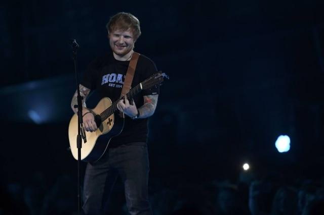 Ed Sheeran foi à premiação com a namorada na última quarta-feira, 22