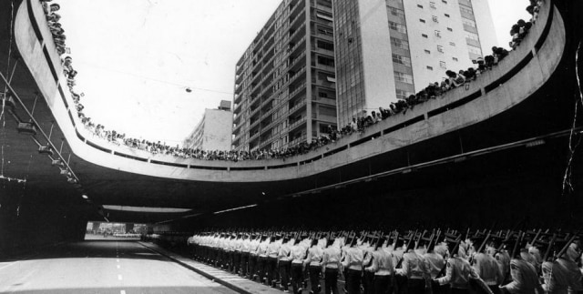 Parada militar de Sete de Setembro na Avenida Paulista, São Paulo, SP, 07/9/1972