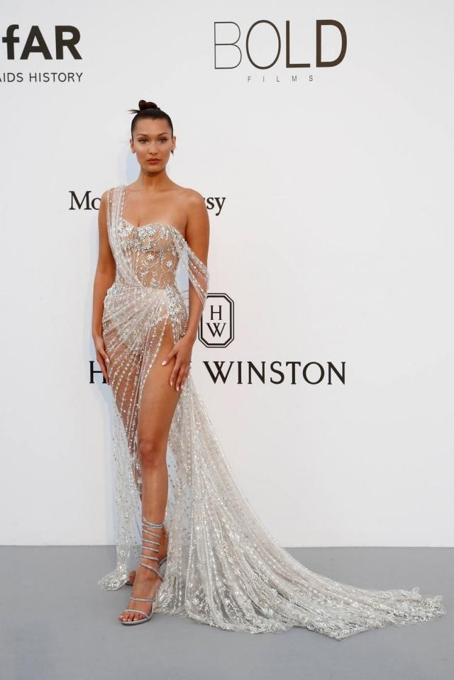 O vestido de Bella Hadid foi criado sob medida pelos estilistasMichael Russo and Tamara Ralph