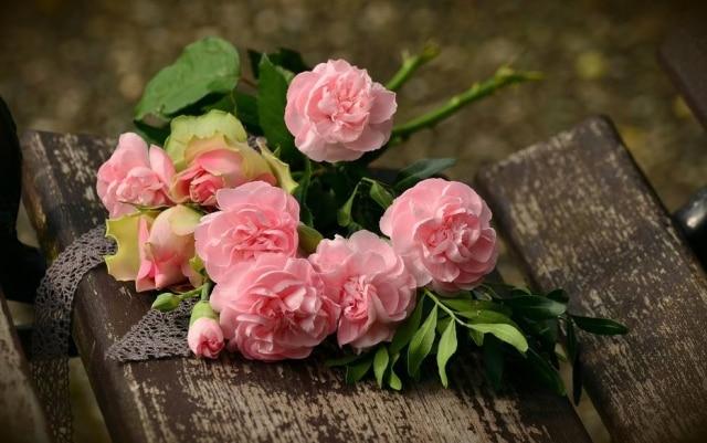 Antes de morrer em decorrência de um câncer no pâncreas, Michael Sellers deixou reservado cinco anos de flores para sua filha como presentes de aniversário