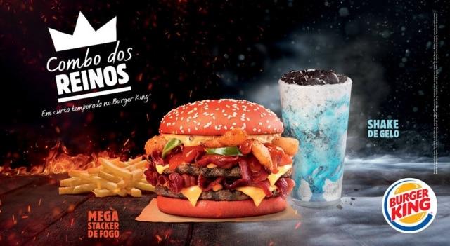 Mega Stacker de Fogo tem pão vermelho e o Shake de Gelo tem calda azul com Oreo.
