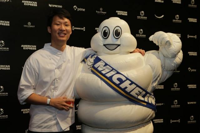 Chef Paulo Shin na cerimônia do Guia Michelin Rio/São Paulo 2019. Seu restaurante Komah, do comida coreana na Barra Funda, entrou na lista dos Bib Gourmand.