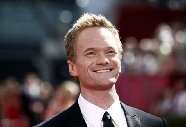 Neil Patrick Harris, candidato ao Emmy por How I Met Your Mother, chega para cerimônia de premiação