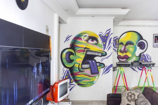 Estilo urbano de Lucas Barbosa invadiu o apartamento no bairro do Morumbi