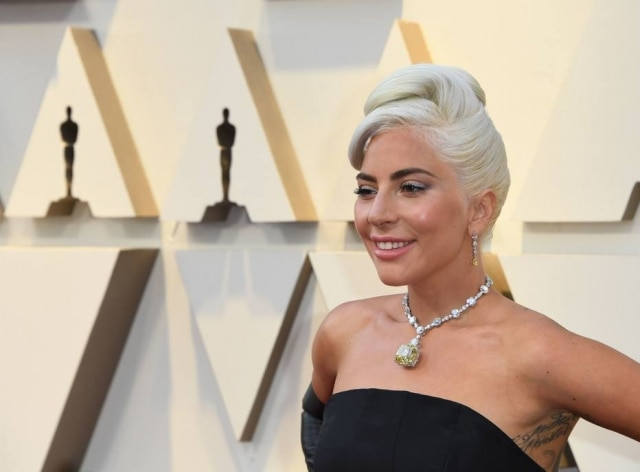 Lady Gaga usa joia com diamante amarelo da Tiffany & Co.