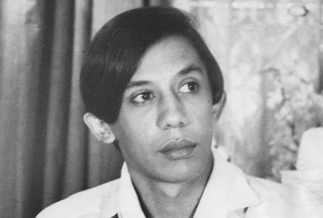 Clodovil Hernandes em foto de 1966, aos 29 anos de idade.