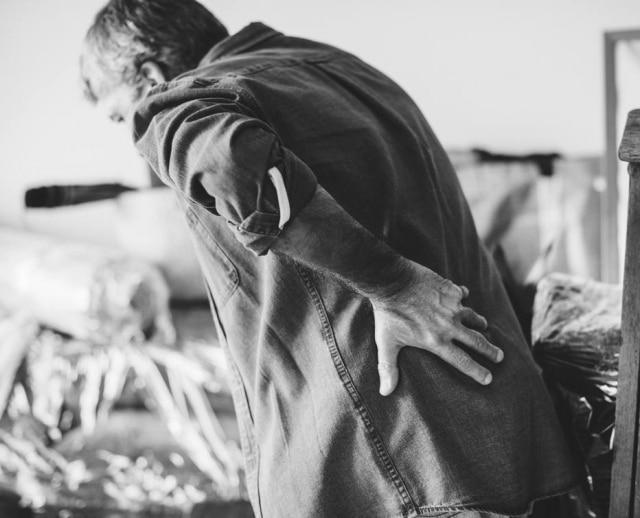 Fibromialgia é caracetriza, principalmente,por dores generalizadas e constantes pelo corpo, mas há outras complicações.