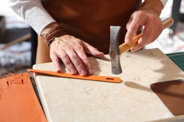 Vindos dos ateliês da Hermès na França, artesãos confeccionarão peças ao vivo