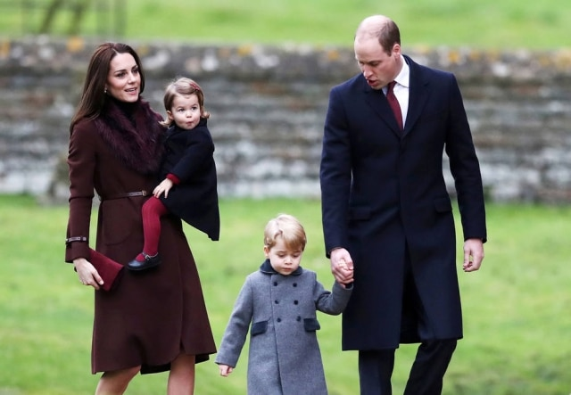 A duquesa Kate Middleton, o príncipe William e os filhos, Charlotte e George.