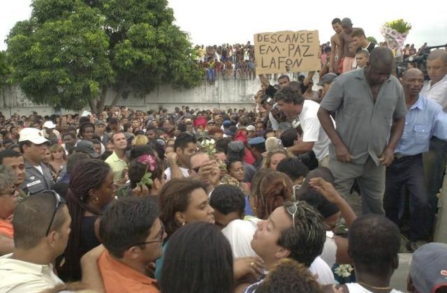 Uma verdadeira multidão foi ao enterro de Lafond no cemitério do Irajá, no Rio de Janeiro.