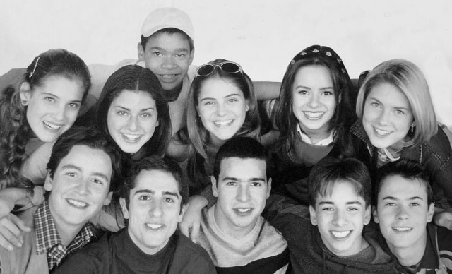 Elenco do seriado 'Sandy e Junior' em 1999.