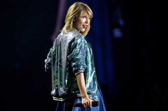 Taylor Swift já foi perseguida por stalkers algumas vezes, e no caso mais recente, o homem usava uma máscara e carregava munições e uma faca.