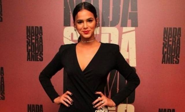 Bruna Marquezine foi de vestido justo Balmain para NK Store.