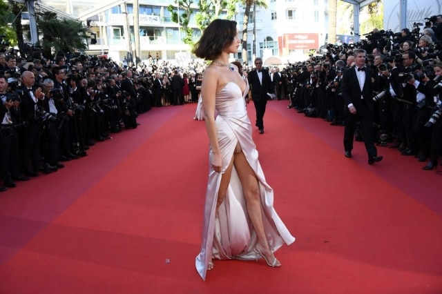 Bella Hadid na abertura do Festival de Cinema de Cannes.