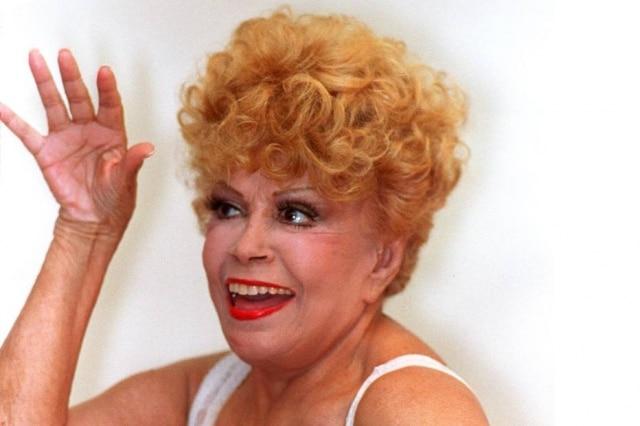 A atriz Dercy Gonçalves