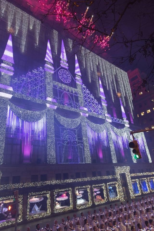 A Saks da 5ª Avenida não poupou despesas para garantir que sua exibição de natal fosse deslumbrante
