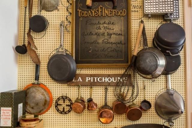 A casa La Pitchoune fica nas colinas que se erguem sobre a Côte d'Azur, a 16 km ao norte de Cannes.
