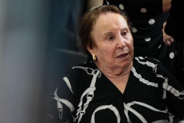 Maria do Céu, mãe de Gugu Liberato, durante velório do apresentador em 28 de novembro de 2019.