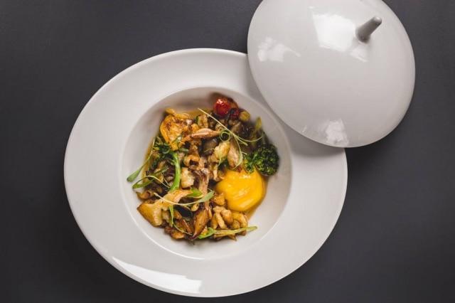 Spatzle de cogumelos com cerveja preta e gema do restaurante Animus