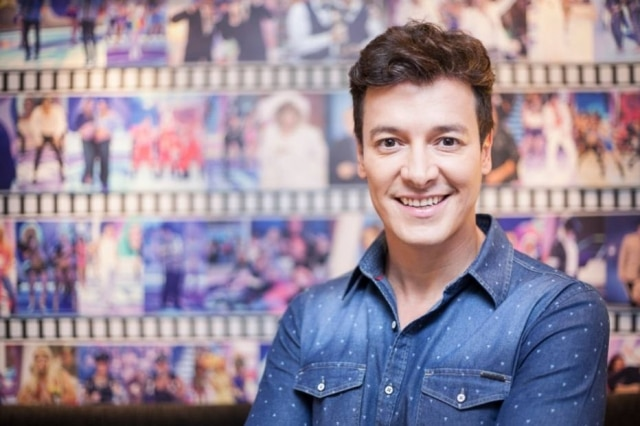 O apresentador Rodrigo Faro comemora dois anos de seu programa na Record
